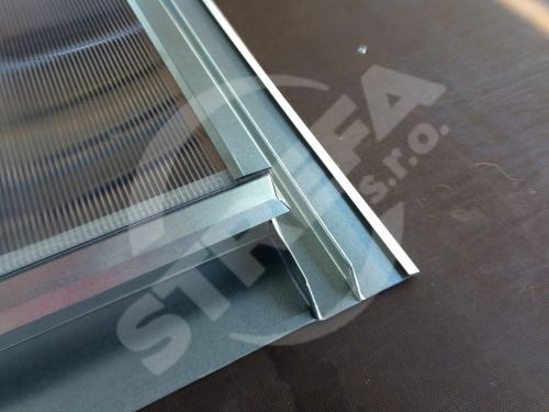 Vikýř střešní pozinkovaný 500 x 500 mm s makrolonem