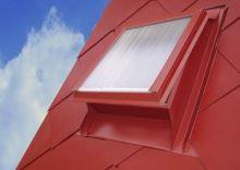 Střešní hliníkový vikýř s makrolonem, 600 x 600, červený